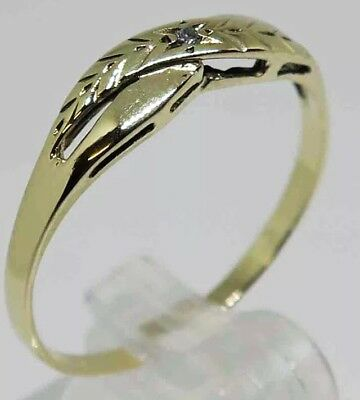 9ct SOLID GOLD Band with Diamond - Size 9.5