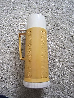 VINTAGE THERMOS Handle on Thermos and Cup Harvest gold/yellow Mustard