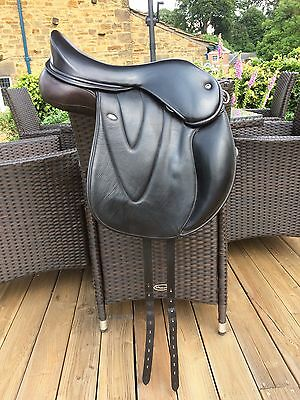 WOW Saddle Black GP Size 1 17inch