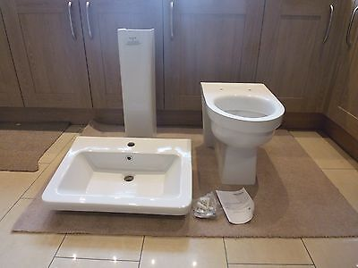 Toilet, basin, loo seat and white gloss cistern box = NEW !!!