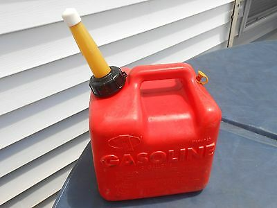 VINTAGE CHILTON (P-20) 2 GALLON * VENTED RED PLASTIC GAS CAN w/ shortened spout
