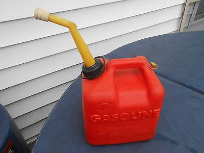 2 GALLON VINTAGE  CHILTON (P-20)  VENTED RED  PLASTIC GAS CAN * w/ spout and cap