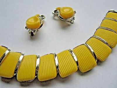 Vintage MUSTARD YELLOW THERMOSET LUCITE BRACELET & EARRING SET Paisley Estate