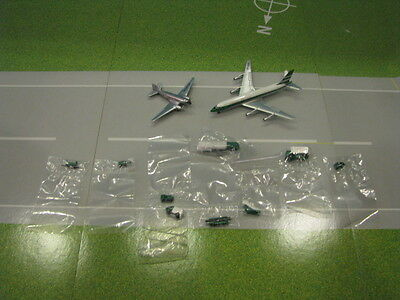 Aeroclassics Cathay Pacific Cv-880 & Dc-3 Set With 9Pc Ground Eqpt. Set 1:400