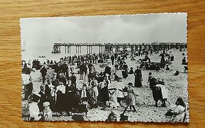 Photo Postcard of The Beach and Jetty Great Yarmouth Norfolk