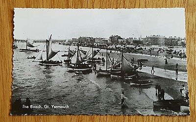 Photo Postcard of The Beach and pleasure boats Great Yarmouth