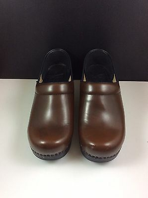 Dansko Women's Brown Leather Size 37 US 6.5-7 Stapled Professional Clogs