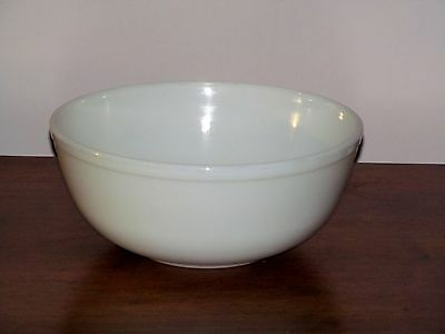 Vintage 50's Solid White Milk Glass Large Pyrex 4 Qt Nesting Mixing Bowl Rare NM