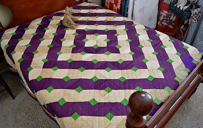 Gorgeous Antique / Vintage Hand Stitched Barn Raising Pattern Quilt *