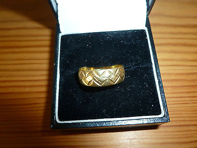STUNNING 18 ct YELLOW GOLD PATTERNED RING BAND size L+ (3.1 Grams)