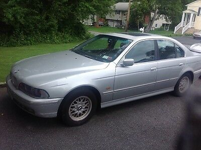 1998 BMW 5-Series  For sale BMW 528i 1998 need to replace water pump and belt or for parts