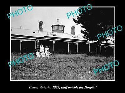 OLD LARGE HISTORIC PHOTO OF OMEO VICTORIA, VIEW OF STAFF AT THE HOSPITAL c1922