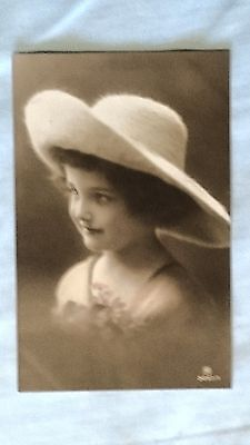 Postcard - Vintage Edwardian pretty girl in hat with flowers (P160254)