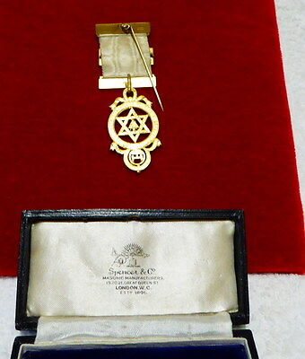 Masonic Jewel: Royal Arch breast jewel with case circa 1925