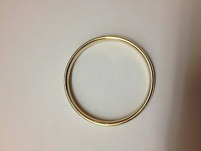 9ct yellow gold hollow bangle. 11.1grams. 65cm diamter.