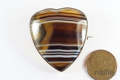 ANTIQUE VICTORIAN PERIOD 9K GOLD & HEART SHAPED BANDED AGATE BROOCH c1880