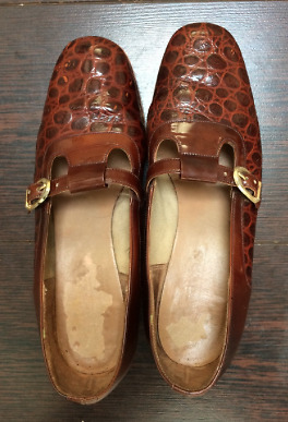 Crocodile skin style vintage leather shoes