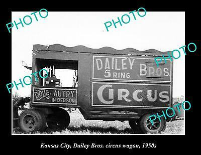 OLD LARGE HISTORIC PHOTO OF KANSAS CITY DAILEY BROTHERS CIRCUS WAGON c1950s
