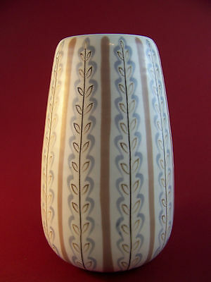 A Poole 685 Freeform Vase by Alfred Read and Guy Sydenham c1952-1955