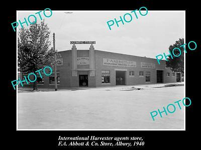 OLD HISTORIC PHOTO OF INTERNATIONAL HARVESTER AGENTS STORE AT ALBURY NSW c1940
