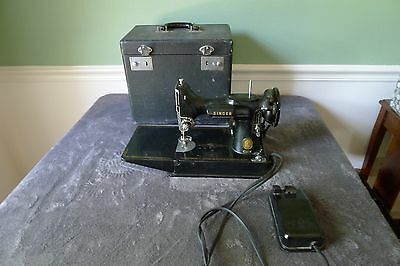 Vintage 1957 Singer Featherweight Model 221 Sewing Machine w/ Carrying Case
