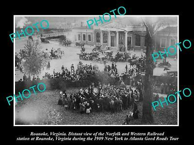 OLD HISTORIC PHOTO OF ROANOKE VIRGINIA, CROWD AT THE RAILROAD STATION c1909