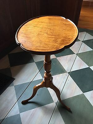 Antique REPRODUCTION Benchmade 18th century Tiger Maple Tilt Top Candlestand