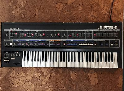 ROLAND JUPITER 4 Synthesizer in GREAT CONDITION with Original Hard Case