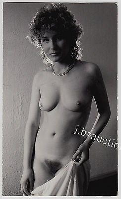CURLY SLIM NUDE GDR WOMAN / ZARTE NACKTE DDR FRAU * Vintage 70s Risque Photo