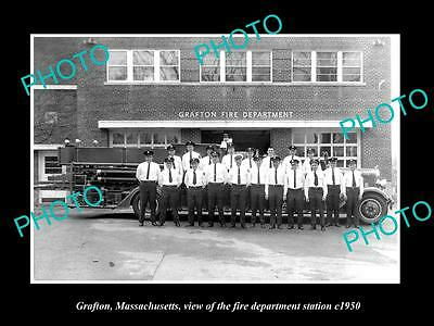 OLD LARGE HISTORIC PHOTO OF GRAFTON MASSACHUSETTS, THE FIRE STATION CREW c1950