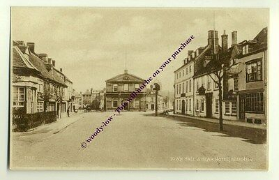 tp1718 - Town Hall & Bear Hotel , Blenheim , Oxfordshire - postcard