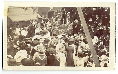 tp2495 - Unknown location of Religious Gathering - postcard