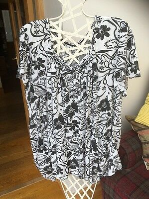 Ladies Black/ White Top From Arcadia Group Size 22