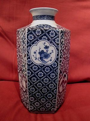 Beautiful Signed Chinese Oriental Blue And White Vase