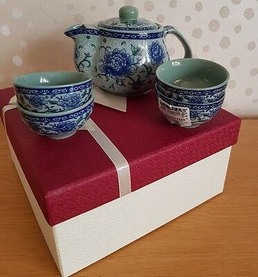 Chinese Tea Set with blue flowers Teapot and four Cups gift boxed brand new
