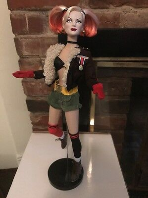 Tonner DC STARS BOMBSHELLS HARLEY QUINN Dressed Doll Displayed and Mint