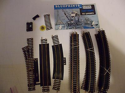 HO Electric Train Track, TYCO   Lot of 28 TRACKS WHIT SOME ACCESSORIES
