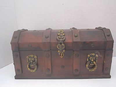 Vintage Pirate Treasure Chest Wood Bar Set with 4 Shot Glasses & 2 Decanters. Lg