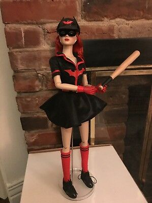 Tonner DC STARS BOMBSHELLS BATWOMAN Dressed Doll Displayed and Mint