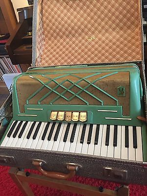 Hohner Virtuola III 3 Accordion with case 120 bass