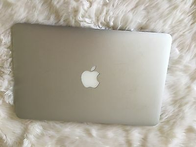"Apple Macbook Air 11"" 2010 Laptop Version 10.6.8, 1.4 GHz Intel Core 2 Duo, 2gb"