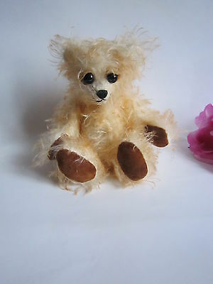 Lovely One-of-the-Kind artist mohair bear Apricot Brandy, made in England. Mint.