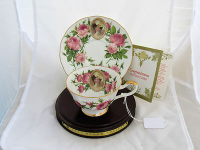 1991 AVON Mrs. Albee Honor Society Tea Cup & Saucer w/Wooden Display