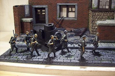 Toy Soldiers 1/32-35 scale german infantry set of seven pro painted custom