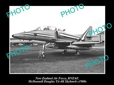 HISTORIC AVIATION PHOTO OF RNZAF NEW ZEALAND AIR FORCE, SKYHAWK JET c1980s