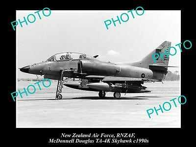 HISTORIC AVIATION PHOTO OF RNZAF NEW ZEALAND AIR FORCE, SKYHAWK JET c1990s