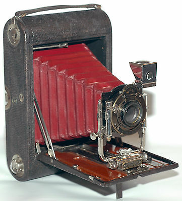 Antique 100 years old No4 Kodak folding pocket camera Model B with red bellows