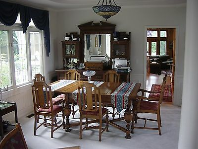 English Oak dual draw leaf table, with 6 chairs. Excellent condition!