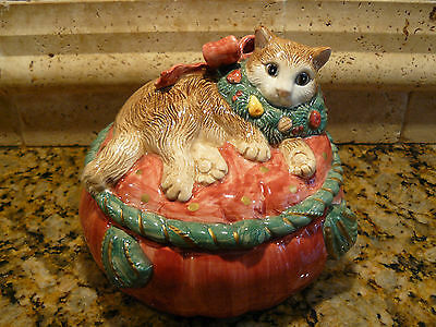 Adorable 1992 FITZ & FLOYD Christmas Cat Covered Dish / Trinket Box