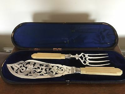 Stunning Set Of Silver Plated And Ivorine Handled Fish Serving Pieces (Spss 22A)